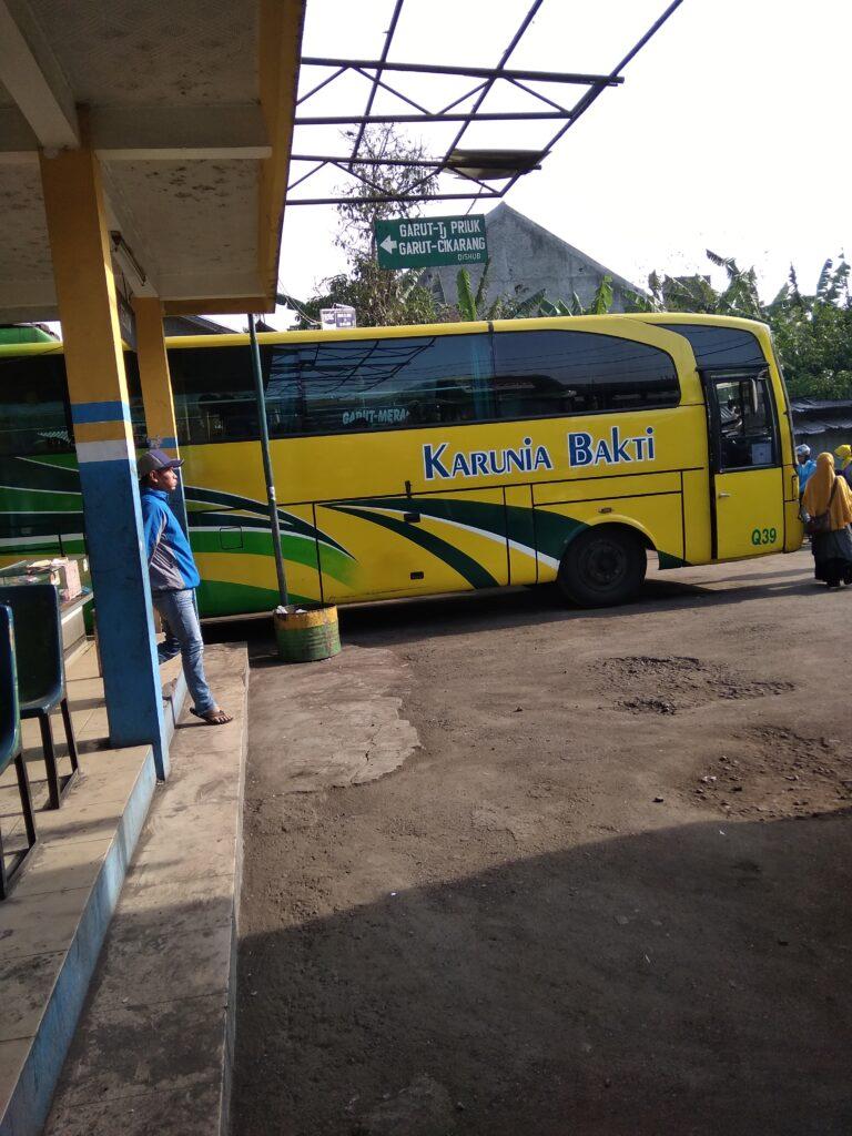 Ongkos Bus Karunia Bakti Garut Karawang Cikarang