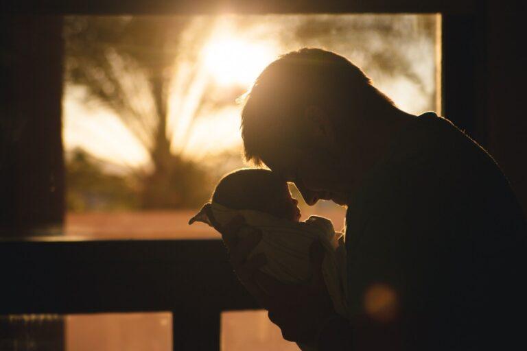 Supaya Bayi Berhenti Menangis atau Rewel